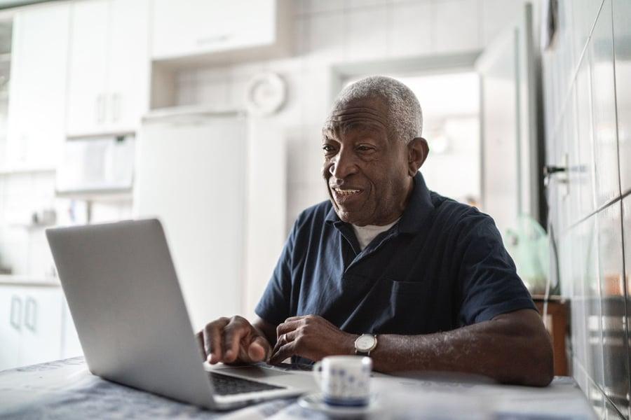 investor searching for advisor online