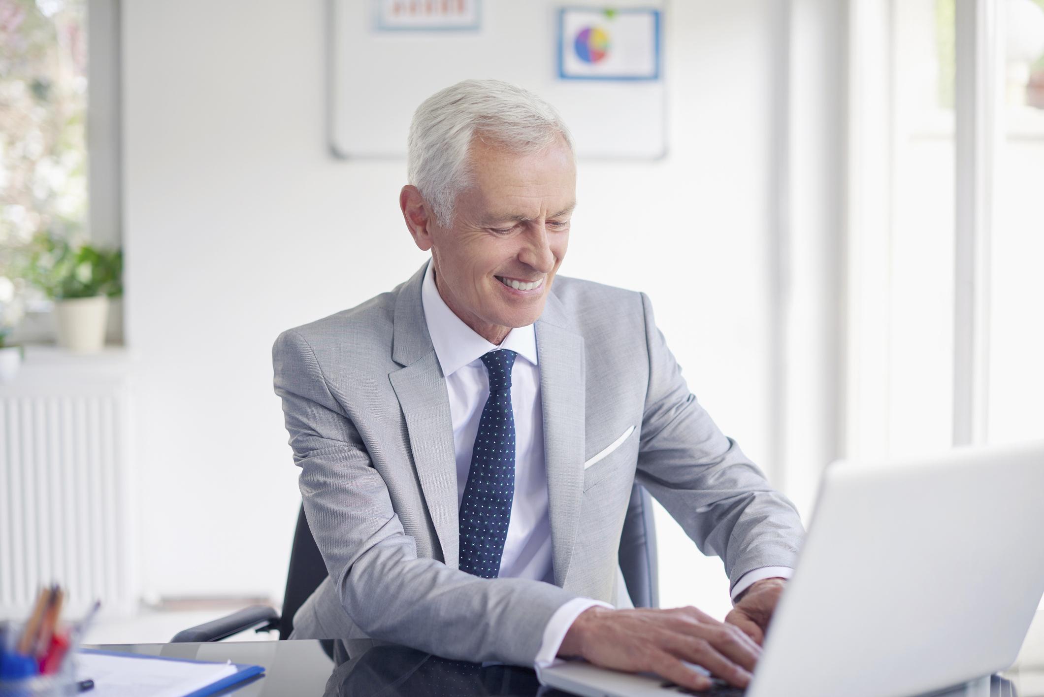 Financial advisor getting new client from webinar www.paladindigitalmarketing.com