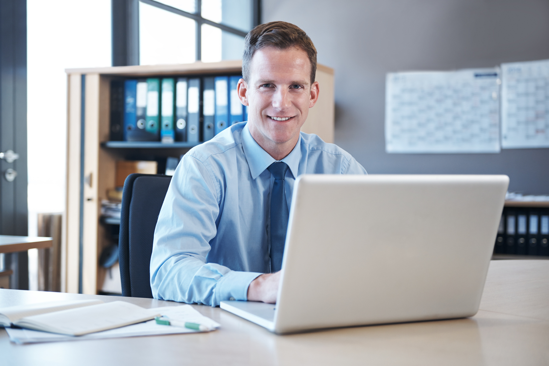 Financial advisor in front of laptop representing virtual marketing